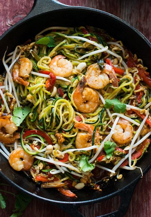 shrimp and veggie pad thai in pan